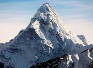 Everest Dağı'nın Yüksekliği Kaç Metredir?